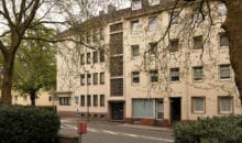 Voll vermietetes Mehrfamilienhaus: Büroetage und vier Wohnungen inkl. Doppelgarage