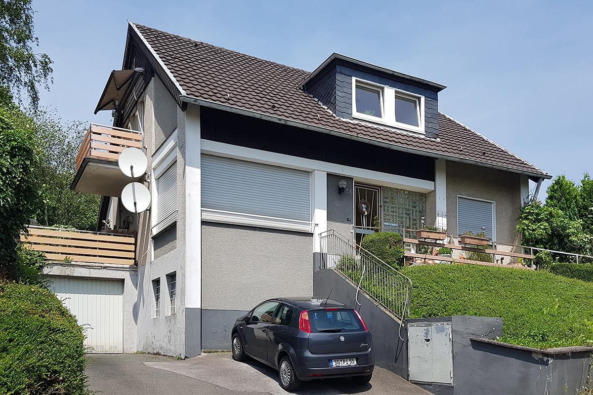 immobilienmakler in solingen mehrfamilienhaus in solingen verkauft. Black Bedroom Furniture Sets. Home Design Ideas