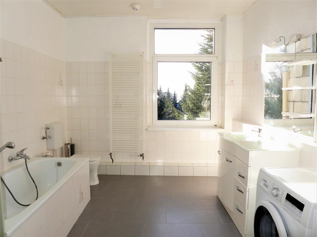 Hochwertig kernsaniert - mit SIEMENS-Einbauküche und großem Bad