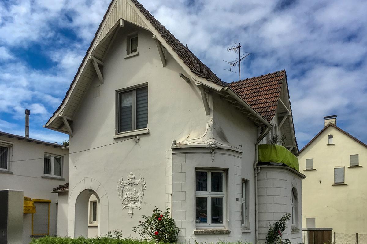 Immobilien Solingen: Mehrfamilienhaus mit Büro- und Lagerfläche in Solingen-Gräfrath verkauft